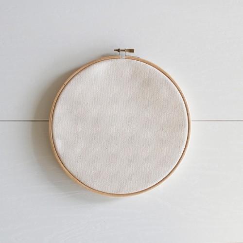 kruhový rám na vyšívanie s bavlnenou látkou